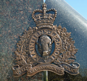 2016-03-31 RCMP memorial - close-up of RCMP crest Surrey BC (22)
