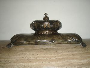Crown on casket of Bonnie Prince Charlie & King James