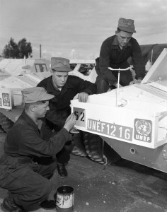 UNEF 1216 CAR UNKNOWN 56 Cdn Recce Sqn handover to 1-8 Canadian Hussars 1958  DND photo MAG-7562