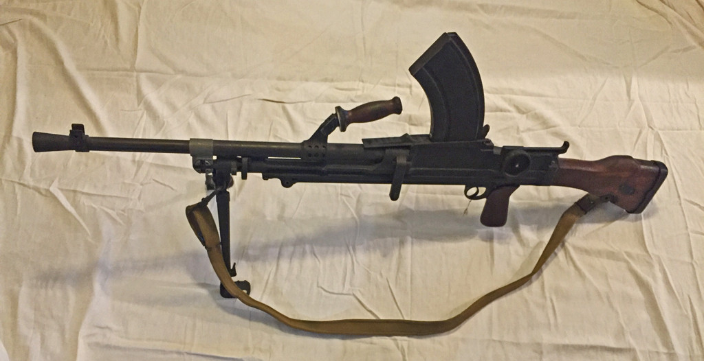 Bren MK I M DEWAT 2T1132 1942 (1) Left side