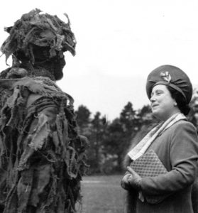 Queen inspecting a Canadian soldier.
