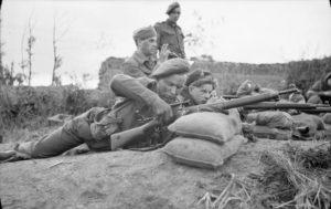 Sniper school Normandy loading P14 sniper 24 JUL 1944 by 5 AF&PU © IWM (B 8178)