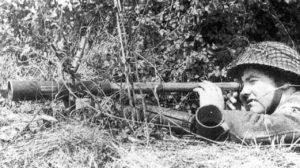 British observer using his Scout Regiment Telescope (TMSS1914 p28)