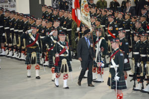 (164) The Minister of National Defence inspects the troops.