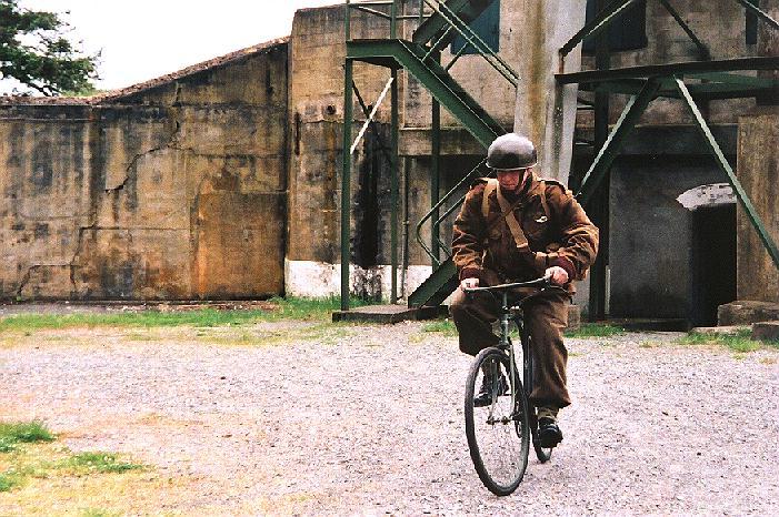 BSA_front_view_DesMazes_WWII_Bty_FRH_2002