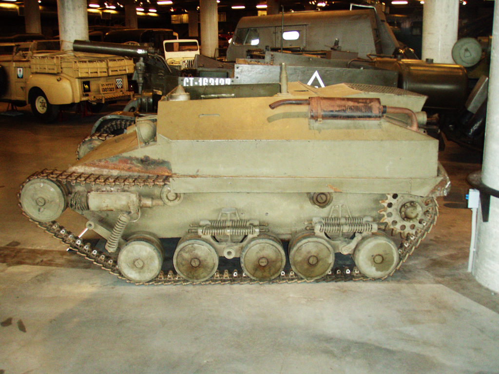 Tracked Jeep TK Mk I at Canadian War Museum 2006 - front fenders removed