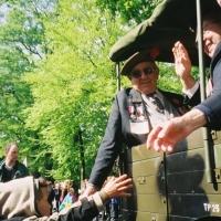 Apeldoorn veterans reaching out a young boy - 2005